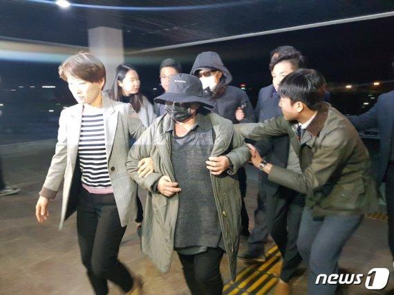 '연예인 빚투 촉발' 가수 마이크로닷 부모, 결국에는..