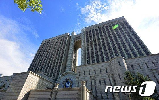 '경찰총장-버닝썬 고리' 큐브스 전 대표 영장심사 포기…서면심리