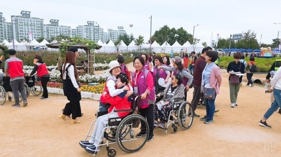 '화려한 외출' 발달장애인 양주 천일홍 축제 만끽