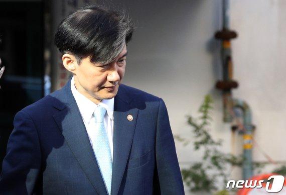 """檢 조국 자택 압수수색.. 네티즌 """"우리가조국이다"""" 여론전"""