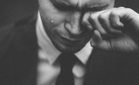 """""""당신을 용서합니다"""" 형 살해한 경찰 끌어안은 10대"""