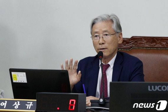 """여상규 '檢 수사 공개 외압', """"XX같은게.."""" 욕설 논란"""