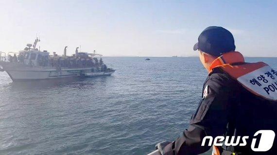 인천 해상서 선박 충돌, 바다에 빠진 50대는..