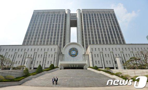 '경찰총장' 윤총경 오늘 구속 기로…주식받고 수사무마 의혹