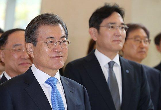 """삼성, QD 13兆 투자.. 文 """"李부회장에 감사"""" [文 3번째 삼성 방문]"""