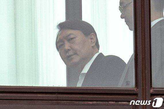 '조국 사퇴' 보고에 침묵 지킨 윤석열 국감서 무슨말 할까