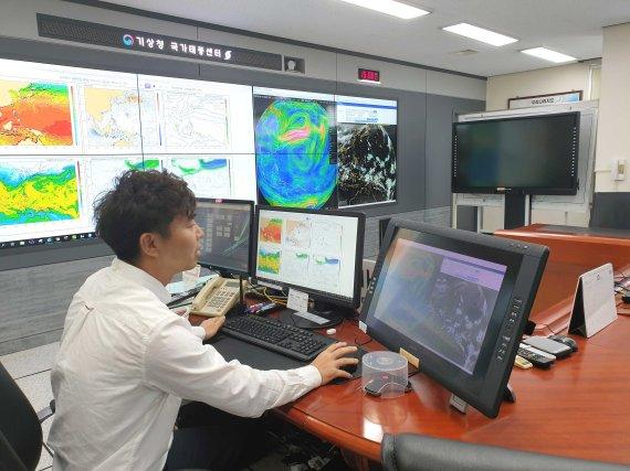 제주 국가태풍센터, 24시간 '철통 감시'… 태풍 진로 오차 절반으로 줄여 [현장르포]
