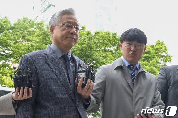 """'KT 채용비리' 이석채에 징역 4년 구형…검찰 """"공정성 흔들려"""""""