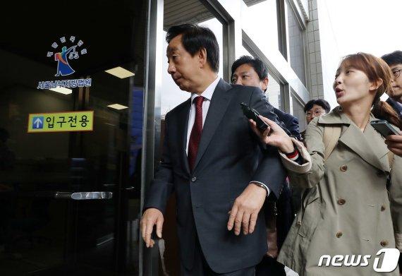 """KT, 김성태 딸 특정해 계약직 파견 요청""…대행사 증언"