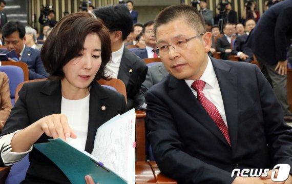 '황교안 계엄령 문건' 논란에 한국당, 뜻밖의 반응