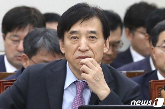 """이주열, 홍남기 폴리시믹스 발언 지적에 """"압박 못 느껴"""""""