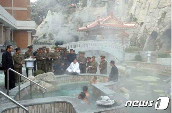 """北김정은, 양덕군 온천관광지구 찾아 """"금강산과 다른 우리식"""""""