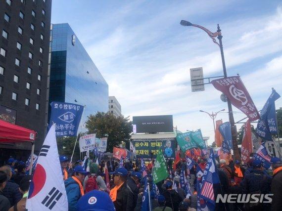 """정경심 구속 후 첫 촛불…""""계엄문건 특검""""도 외친다"""
