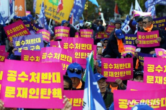 """'정경심 구속됐지만' 둘로 나뉜 서울..""""조국 구속 vs. 공수처 설치"""""""
