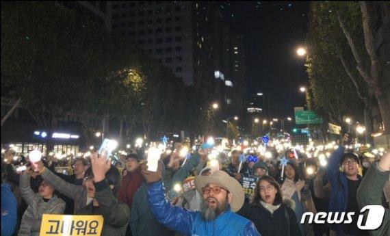 """'정경심 구속' 이후 서초동 채운 촛불…""""조국 수호·검찰개혁"""""""