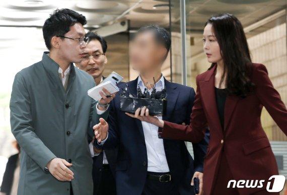 '경찰총장' 윤총경 구속기소…수사무마·직권남용 혐의