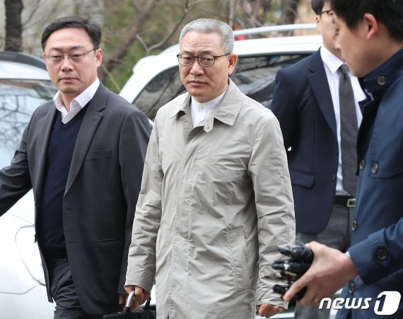 '김성태딸 부정채용' 이석채, 업무방해 징역 1년…뇌물은 재판중(종합)