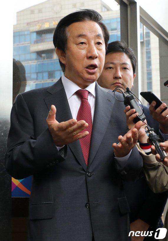 "'KT 채용청탁' 김성태 ""이석채 업무방해 판결과 제 재판 별개"""