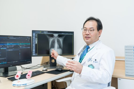 "[fn 이사람] 김관창 이대서울병원 흉부외과 교수 ""폐암, 수술 중요하지만 '재활' 제대로 해야죠"""