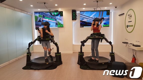 '센서'로 감지해 걷고 뛰는 VR 기기인데…'모터' 없으면 놀이기구 아니다?