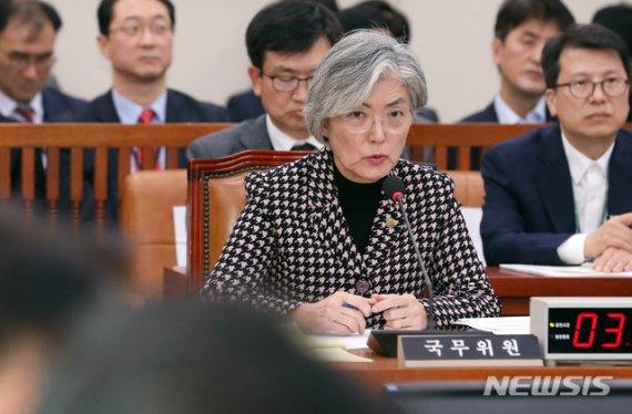 """美방위비 47억불 요구…강경화 """"납득 가능 수준 합의할 것"""""""