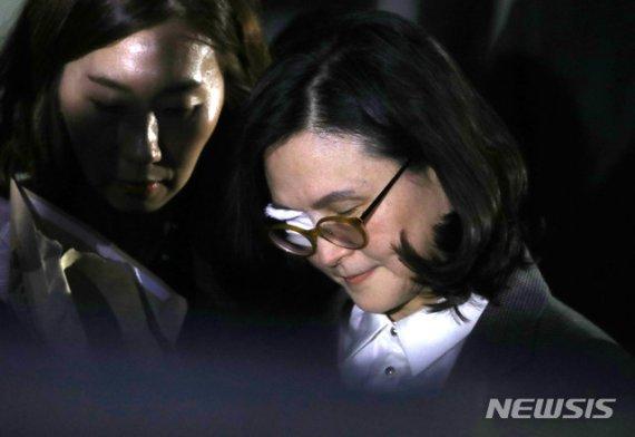 """조국 부인, '구속만료' 앞두고 소환 불응…""""수사 지연"""""""