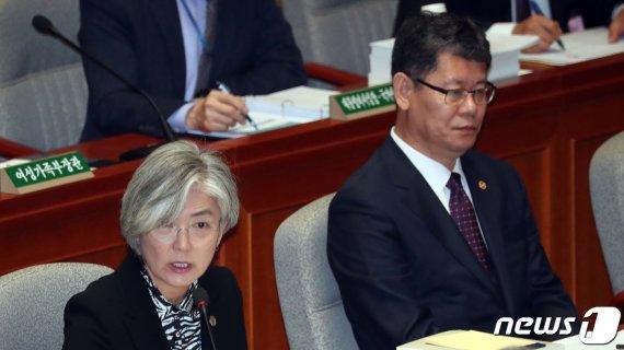 """강경화 """"방위비 협상서 역외부담 관련 미국 측 설명 있었다"""""""