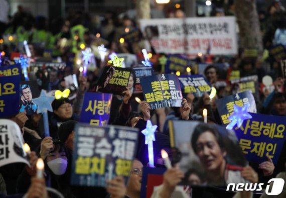 """'검찰개혁' 서초동 촛불 집회 계속…""""정경심 교수 석방 기원"""""""