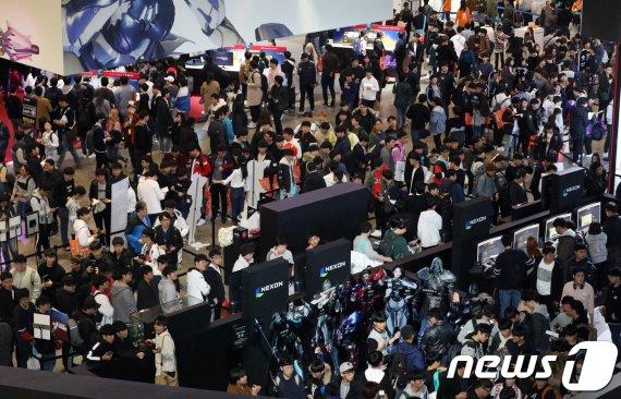 """""""새로운 세상을 경험하라""""…국내 최대 게임전시회 '지스타' 개막"""