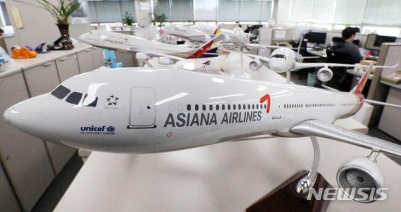 내우외환 앓는 아시아나항공, 새 주인 찾아도 과제 산적