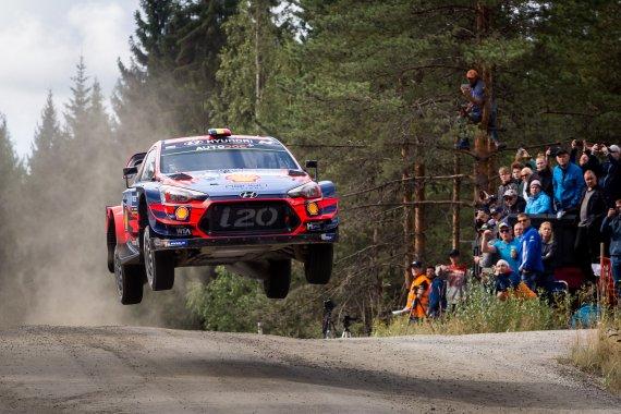 현대차, 도요타 제치고 'WRC' 챔피언
