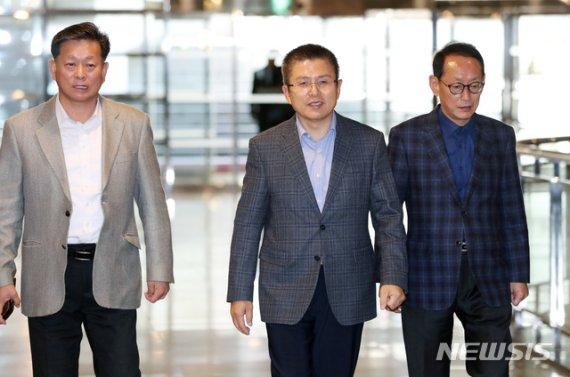 한국당, 인적쇄신 책임공방만...보수통합도 잡음 계속
