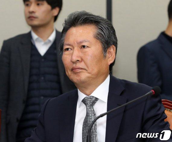 """정청래 """"추미애 장관? 여의도 문법상 레벨 안 맞아"""""""