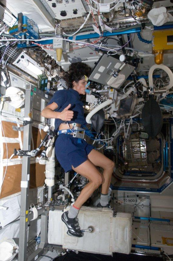 [굿모닝 사이언스] 우주비행-항암치료 모두 운동해야 건강에 이롭다?