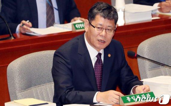 국회 외통위, '北선원 2명 강제북송' 통일부장관 긴급현안보고