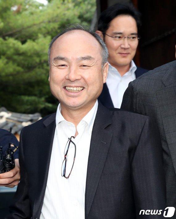 '위워크 추락'으로 위기 몰린 손정의…韓 기업과 亞 시장 '승부수'
