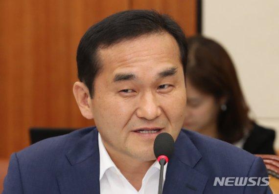 엄용수 의원, '정치자금법 위반' 징역 1년6월 확정..의원직 상실