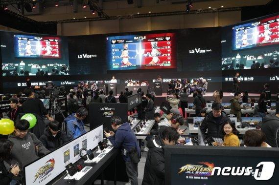 [지스타]게임축제 흥행 청신호…첫날 관람객 4.2만명, 전년비 2% 증가