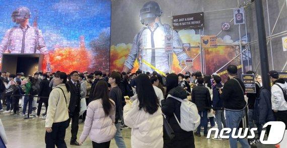 국내 최대 게임쇼 '지스타' 행사장 '북적북적'