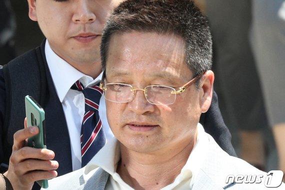 '별장 성접대' 의혹 윤중천에 1심 징역5년 6월 선고