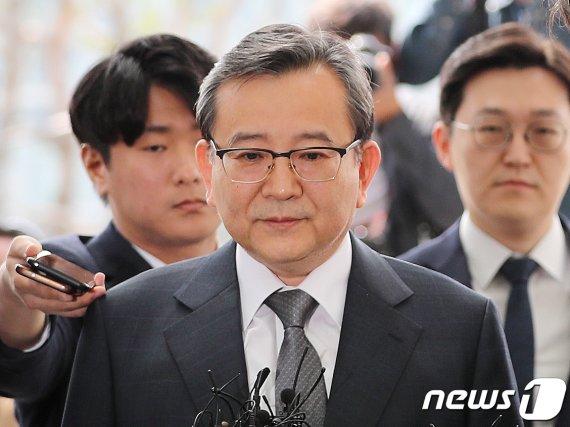 '뇌물·성접대 의혹' 김학의 오늘 1심 선고…윤중천 징역 5년6월