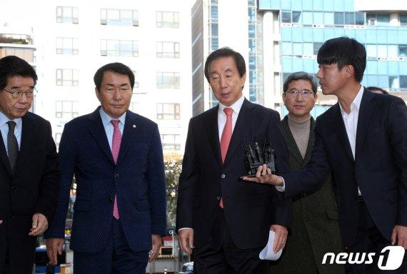 'KT부정채용' 김성태-이석채 식사시점 뒤집혔다…막판 변수로