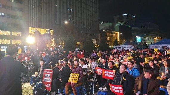 """광화문 광장 '두 목소리'…""""문재인 퇴진"""" vs. """"세월호 진상규명""""(종합)"""