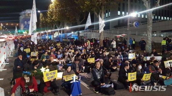 """'검찰개혁' 집회서도 김학의 무죄 성토…""""이게 나라냐"""""""