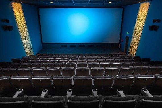 """'겨울왕국2' 영화관 매너 논란, """"애들 시끄럽다"""" vs """"어른이 참아야"""" [헉스]"""
