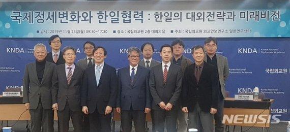 """韓日, 지소미아 합의 이틀 만에 파열음…""""정상화-충돌 갈림길"""""""