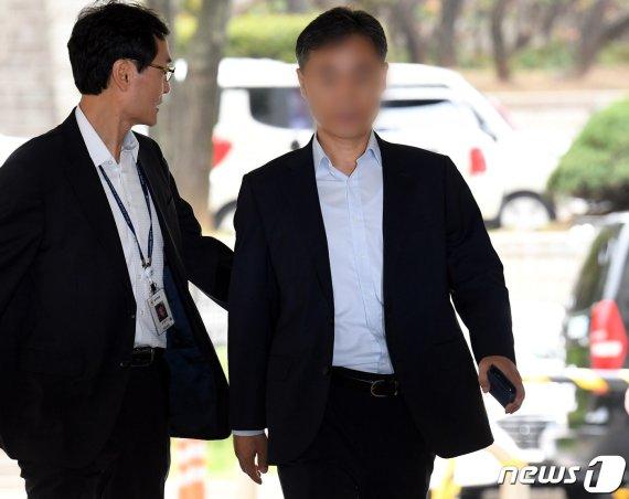 '경찰총장' 윤총경 오늘 첫 재판…수사무마·직권남용 혐의