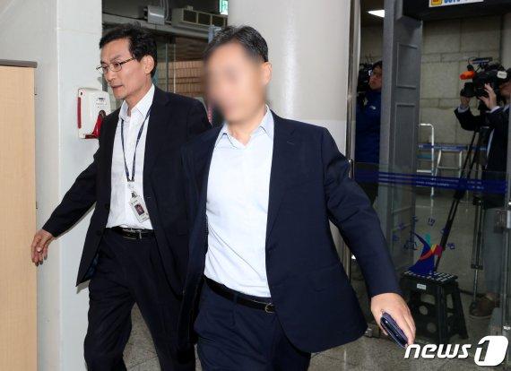 '버닝썬 경찰총장' 윤총경, 첫 재판서 혐의 모두 부인