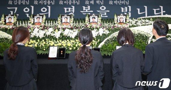 잊지 말아달라…독도헬기 사고 희생자 '눈물의 입관식'