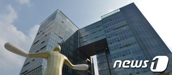 """대리점주들에게 '갑질' 유명 아이스크림 회사 직원… 法 """"해고 정당"""""""